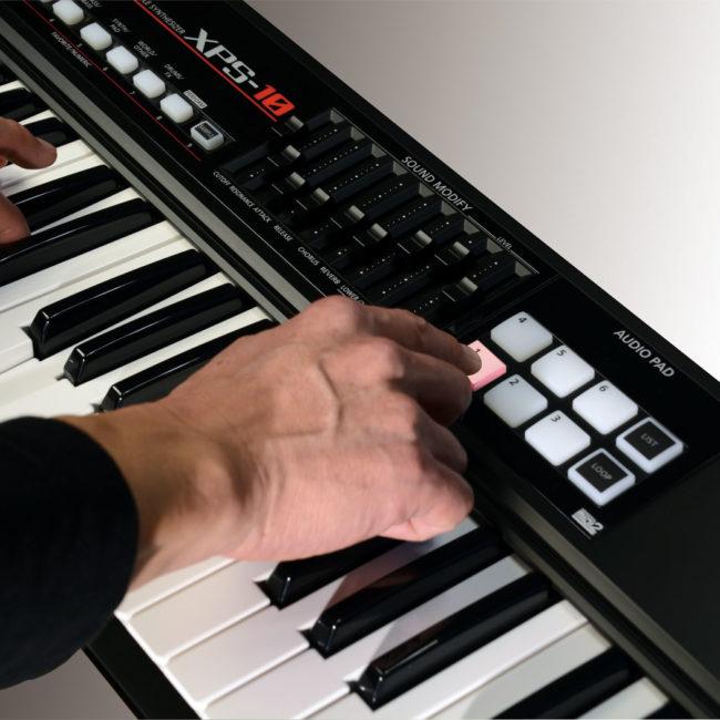 xps-10_hands_pad_1_gal